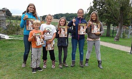"""Kleine Fans unseres Journals """"mensch und tier""""!"""